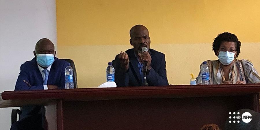 A esquerda Dr. Luiekakio Afonso, ao centro Dr. Mingiedi Zinga e a direita Dra. Marina Coelho