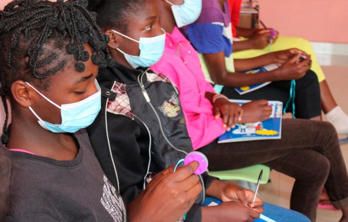 O UNFPA e a associação Be Girl formaram de 5 a 9 de Julho de 2021, 27 membros de instituições governamentais e da sociedade civil em Gestão de Saúde Menstrual.
