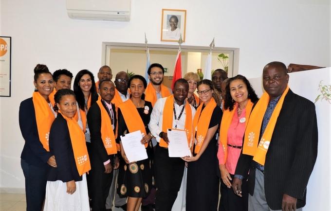Staff do UNFPA Angola comemorando a assinatura do acordo