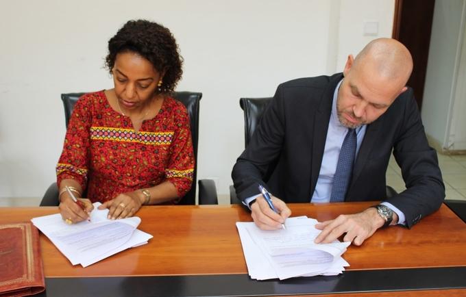 Florbela Fernandes Representante do UNFPA e Henrik Larsen Director do PNUD