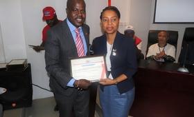 Evaristo Waya, membro da ANASO e Florbela Fernandes, Representante Residente do UNFPA em Angola
