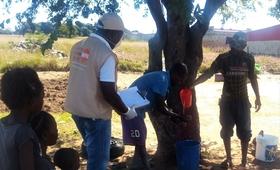 Coordenador Local, Nelson Manuel Gerente, a dar informações sobre a Prevenção do COVID-19, na aldeia do Poiares, Comuna da Arimba, Município do Lubango (Província da Huíla). @UNFPA Angola